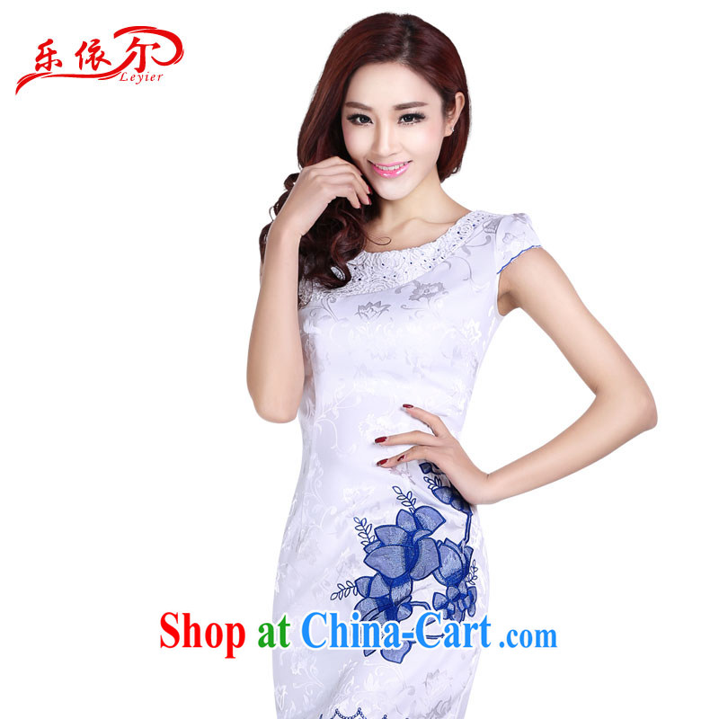 Music in summer short-sleeve girls dresses Lace Embroidery stylish and elegant ladies, classic sweet dresses female white XXL