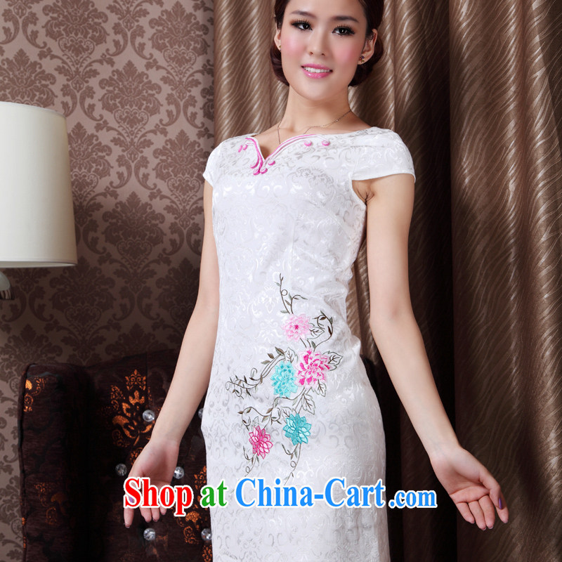 Autumn 2014 the new retro embroidery black robes, dresses daily fashion short skirts package mail white XL