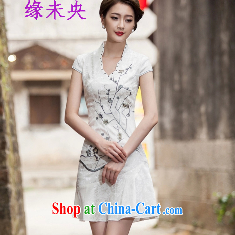 Yi leading edge of my 2015 summer new short-sleeved V collar embroidered Phillips nails Pearl crowsfoot skirt with embroidery short cheongsam C C 518 1123 white S