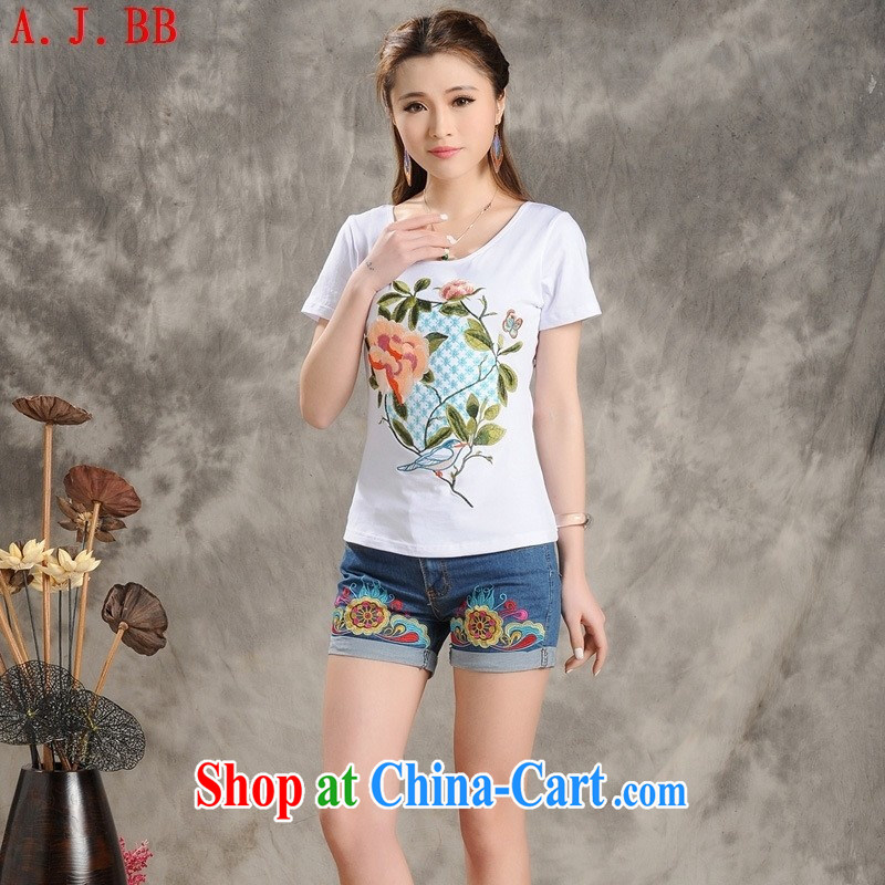 Black butterfly Ethnic Wind 2015 summer New Beauty embroidered short sleeve female T shirts stylish round-collar cotton shirt solid white 2XL